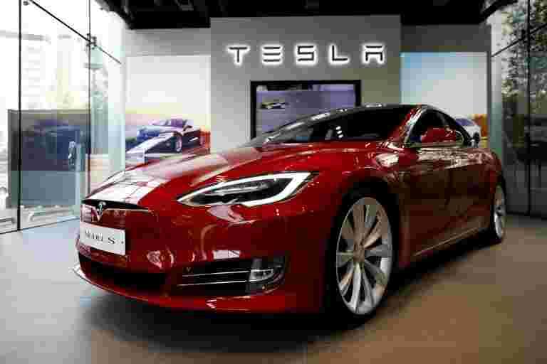 黑客赢得了Tesla汽车以暴露系统错误