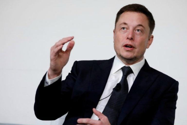 特斯拉的Elon Musk暗示的电池容量跃升在工业活动之前