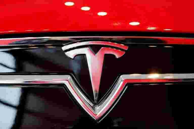 尽管工厂关机,Tesla在第二季度赚取104米的利润