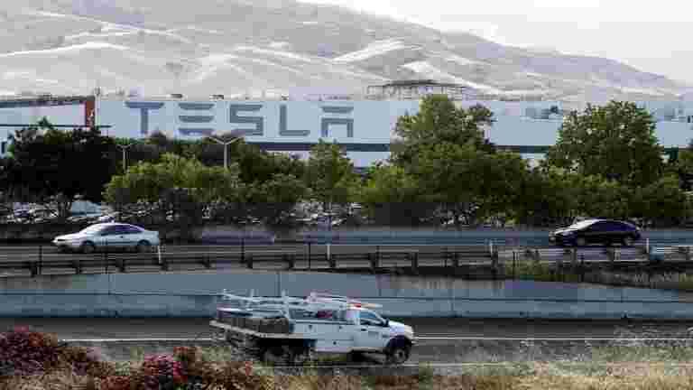 在特斯拉的弗里蒙特工厂射击,不受伤害报告