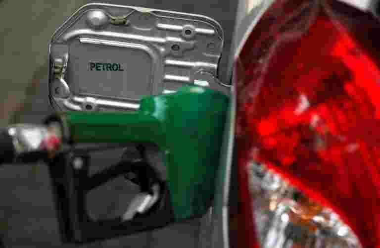 尽管一个月原油价格下降14%,但印度的汽油价格下跌1%
