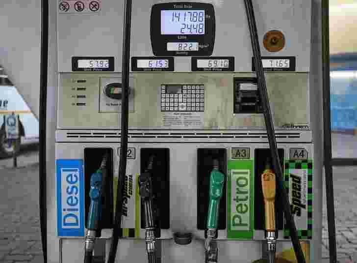 柴油落在城市的汽油价格上涨;在这里查看价格
