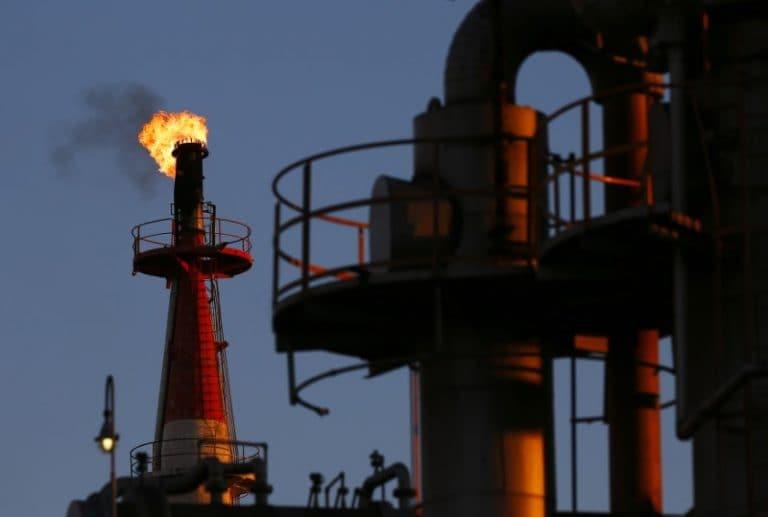 随着原油价格下跌,BPCL,HPCL和IOCL集会的股票