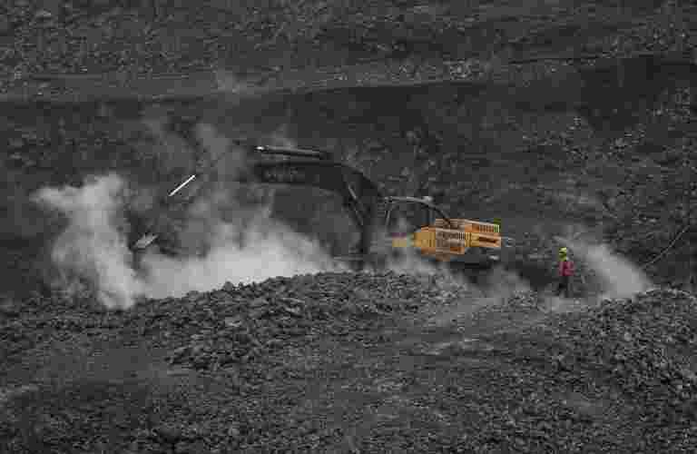 Atmanirbhar Bharat:50个煤炭块是用于商业矿业的拍卖,GOVT到拍卖煤炭印度的CBM块