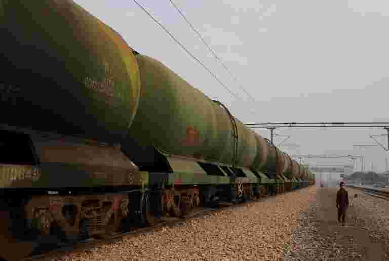 印度州炼油厂停止来自中国公司的石油进口
