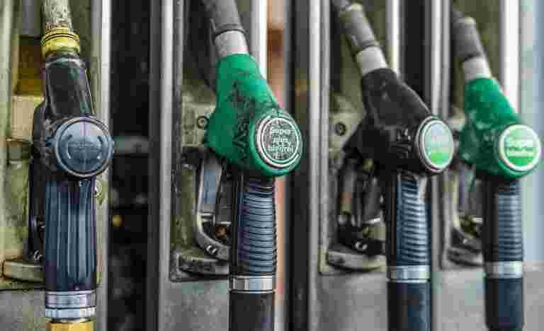汽油,柴油价格连续第五天滑落。检查这里