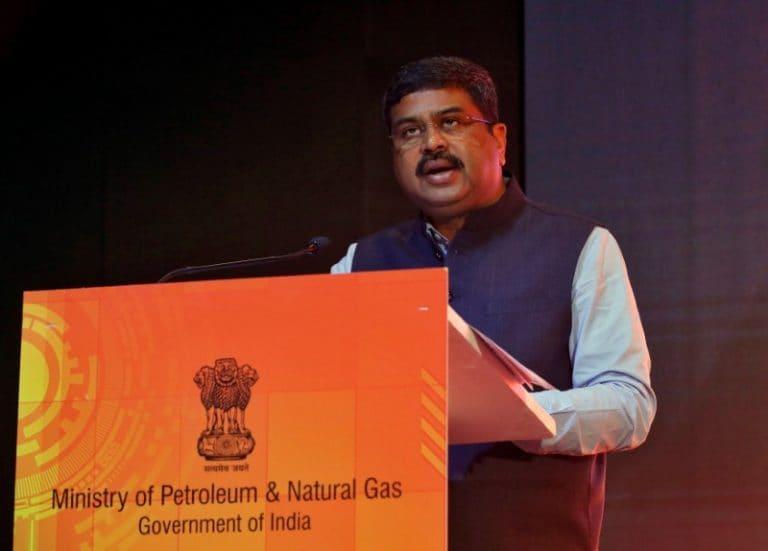 石油部长Dharmendra Pradhan敦促当地的石油公司促进海外资金