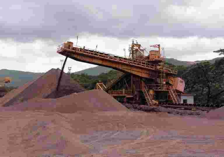泰米尔纳德邦矿工VV矿物目标在印度禁止后的非洲资产