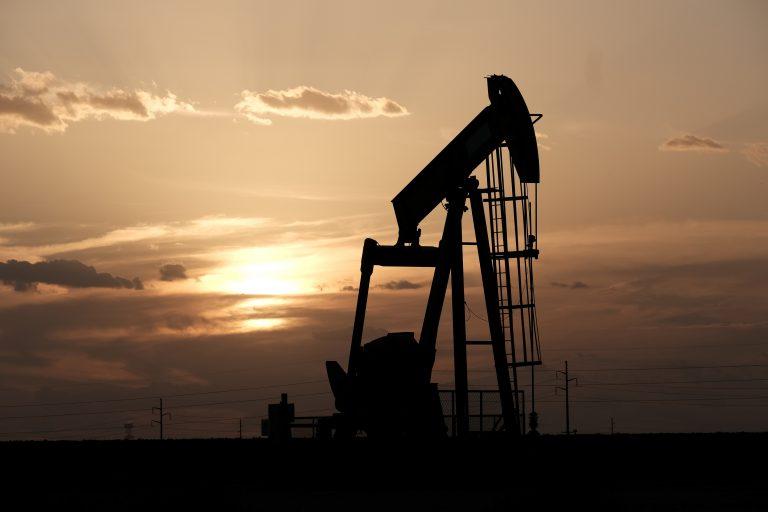 在伊朗油轮袭击报告后,石油升高了2%