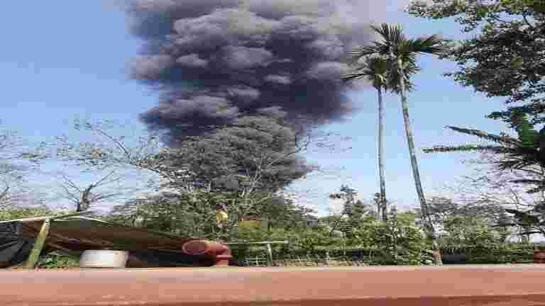 油的巴格哈燃气火灾:两名消防员丧生,运营可能会持续4周
