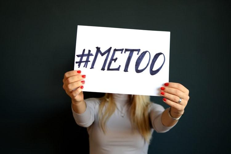解释为什么#metoo运动使其注意对工作场所的注意力
