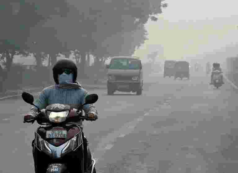 """德里的空气质量记录在""""非常贫穷""""的类别中,当局警告恶化"""