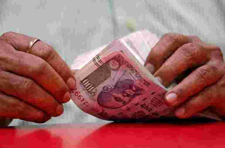 尼泊尔的中央银行宣布禁止100卢比以上的印度支注