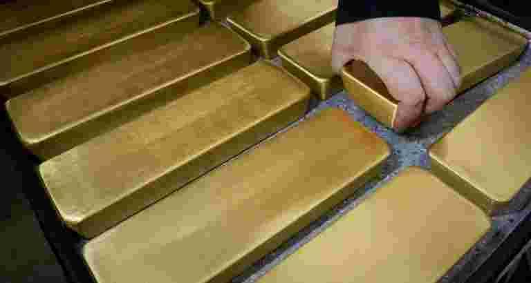 美国喂养利率暂停将黄金保留在八个月高度附近