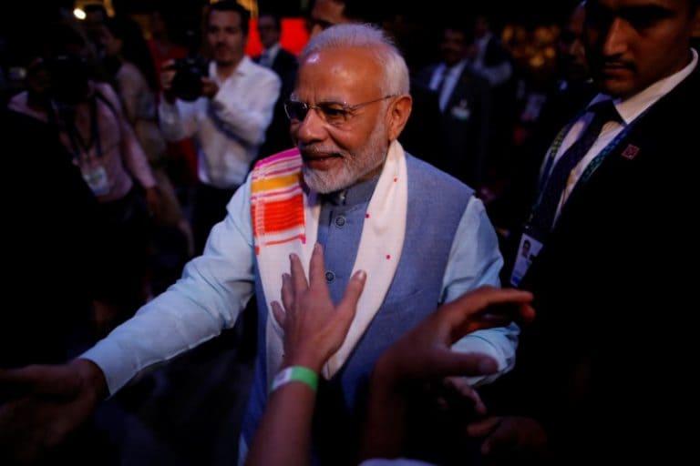 PM Modi onuurates印度的第一个私营部门Howitzer枪支机组